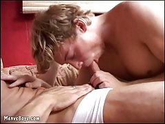 Young rookie tests the ass of a ripe gay athlete